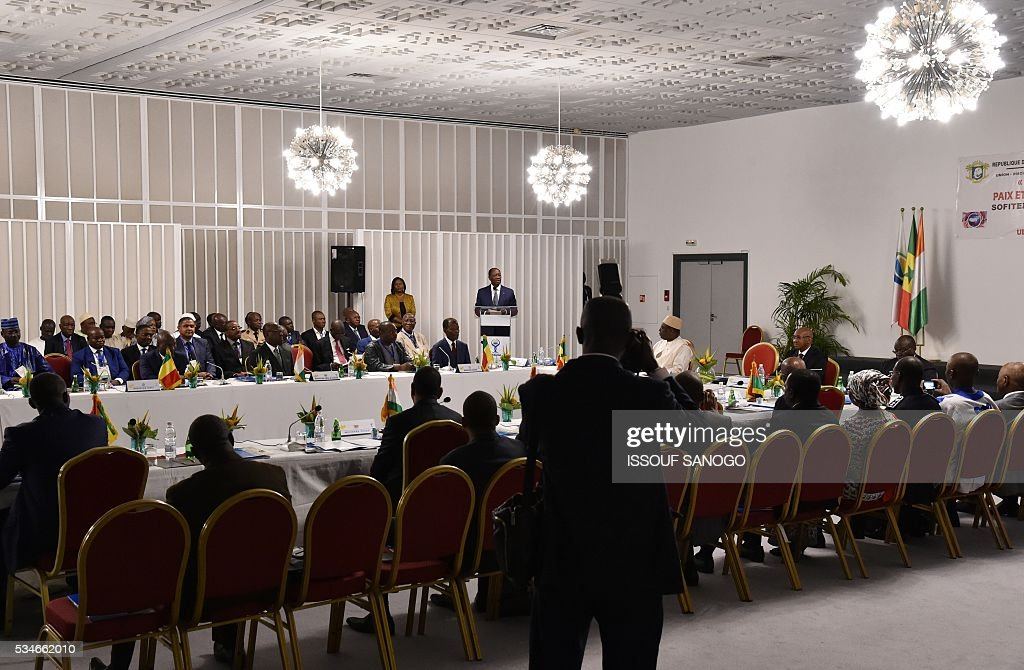 Ivory Coast's President Alassane Ouattara (C) delivers a speech during a security meeting of the ministers of Security Defence and Security of the West African Economic and Monetary Union zone (UEMOA) in Abidjan on May 27, 2016. / AFP / ISSOUF