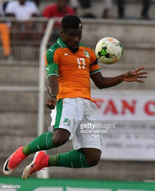 Ivory Coast's Serge Aurier controls the ball during the 2019 Africa Cup of Nations qualifying football match between Ivory Coast and Guinea at the...