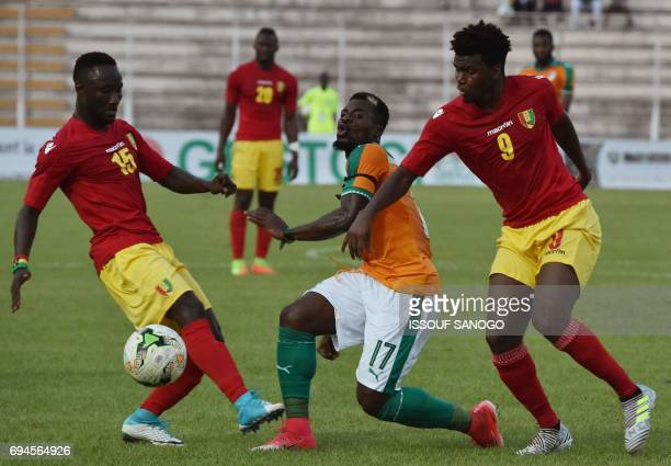 Ivory Coast's Serge Aurier vies with Guinea's Naby Keita and Abdoulaye Sadio Diallo during the 2019 African Cup of Nations qualifyer football match...