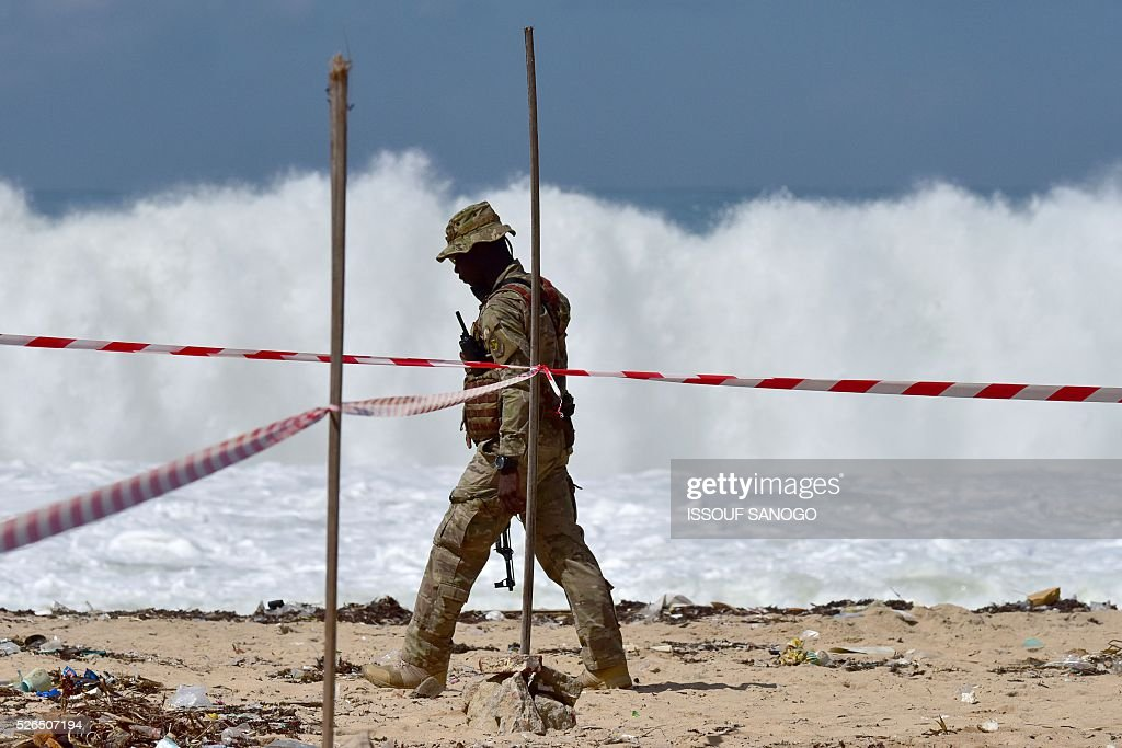 Ivory Coast's special forces officer patrols on April 30, 2016, before the arrival of French Defence Minister Jean-Yves Le Drian at the Grand-Bassam beach by the Hotel Etoile du Sud to pay a tribute to the 19 victims of the jihadist attack of March 13. France will increase the number of its troops in Ivory Coast, Defence Minister Jean-Yves Le Drian said on April 29 on a trip to the African nation which hosts a regional base for French forces. / AFP / ISSOUF