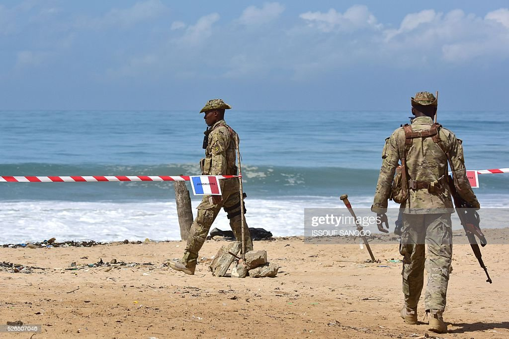 Ivory Coast's special forces officers patrol on April 30, 2016, before the arrival of French Defence Minister Jean-Yves Le Drian at the Grand-Bassam beach by the Hotel Etoile du Sud to pay a tribute to the 19 victims of the jihadist attack of March 13. France will increase the number of its troops in Ivory Coast, Defence Minister Jean-Yves Le Drian said on April 29 on a trip to the African nation which hosts a regional base for French forces. / AFP / ISSOUF