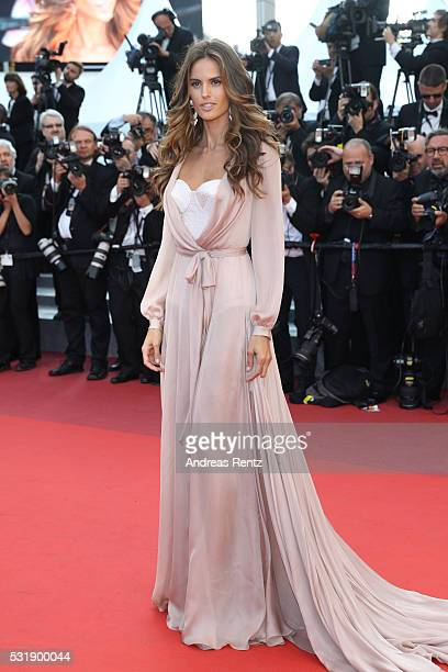 Izabel Goulart attends the 'Julieta' premiere during the 69th annual Cannes Film Festival at the Palais des Festivals on May 17 2016 in Cannes France