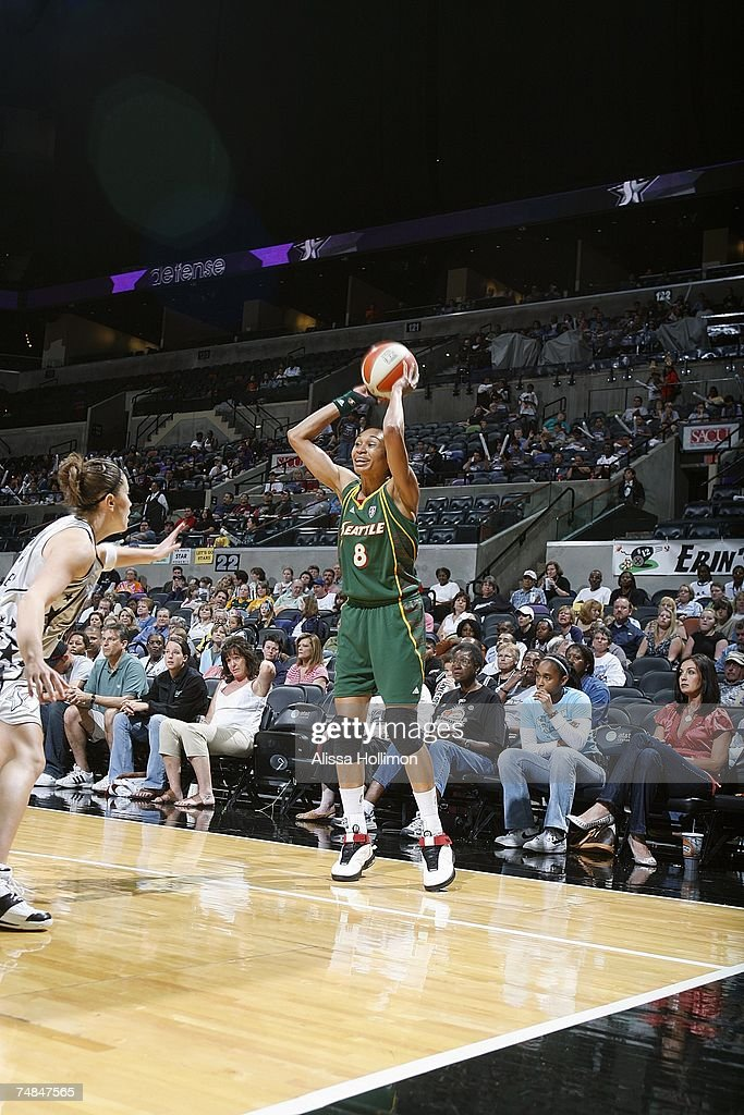 Iziane Castro Marques #8 of the Seattle Storm looks to make a pass play against the San Antonio Silver Stars during the WNBA game on May 25, 2007 at the AT&T Center in San Antonio, Texas. The Stars won 82-71.