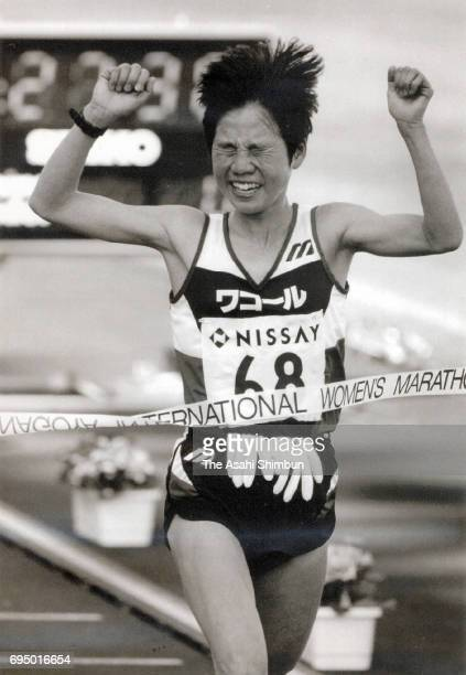 Izumi Maki of Japan crosses the finish tape to win the 17th Nagoya International Women's Marathon at Mizuho Athletic Stadium on March 10 1996 in...