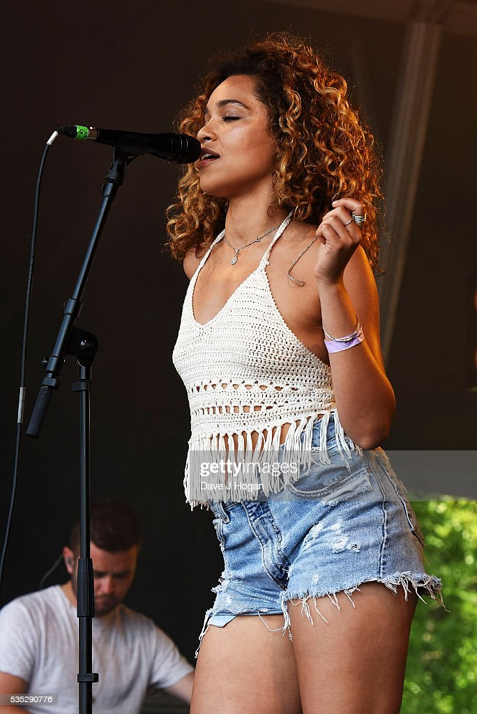 <a gi-track='captionPersonalityLinkClicked' href=/galleries/search?phrase=Izzy+Bizu&family=editorial&specificpeople=14728216 ng-click='$event.stopPropagation()'>Izzy Bizu</a> performs during day 2 of BBC Radio 1's Big Weekend at Powderham Castle on May 29, 2016 in Exeter, England.