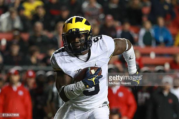 Jabrill Peppers of the Michigan Wolverines rushes for a touchdown during the first half against the Rutgers Scarlet Knights at High Point Solutions...