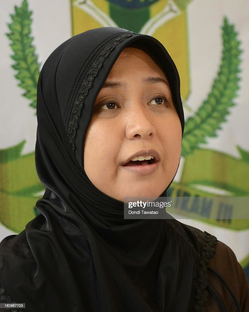 Jacel Kiram, daughter of self-proclaimed Sulu Sultan Jamalul Kiram III, speaks at a press conference in their residence on March 2, 2013 in Manila, Philippines. President Benigno Aquino III has urged followers of Jamalul Kiram III to surrender and come out of hiding in the village of Lahad Datu, Sabah. Malaysian Prime Minister Najib Razak has warned he will take action against the group, which were involved in a shoot-out with Malaysian police that killed two Malaysian police commandos and left 12 followers of Kiram dead.