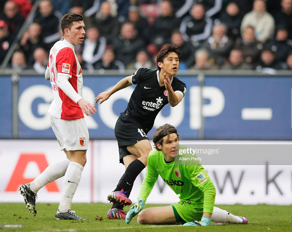 Ja-Cheol Koo of FSV Mainz 05 scores the second goal during the Bundesliga match betwen FC Augsburg and FSV Mainz 05 at SGL Arena on March 14, 2015 in Augsburg, Germany.