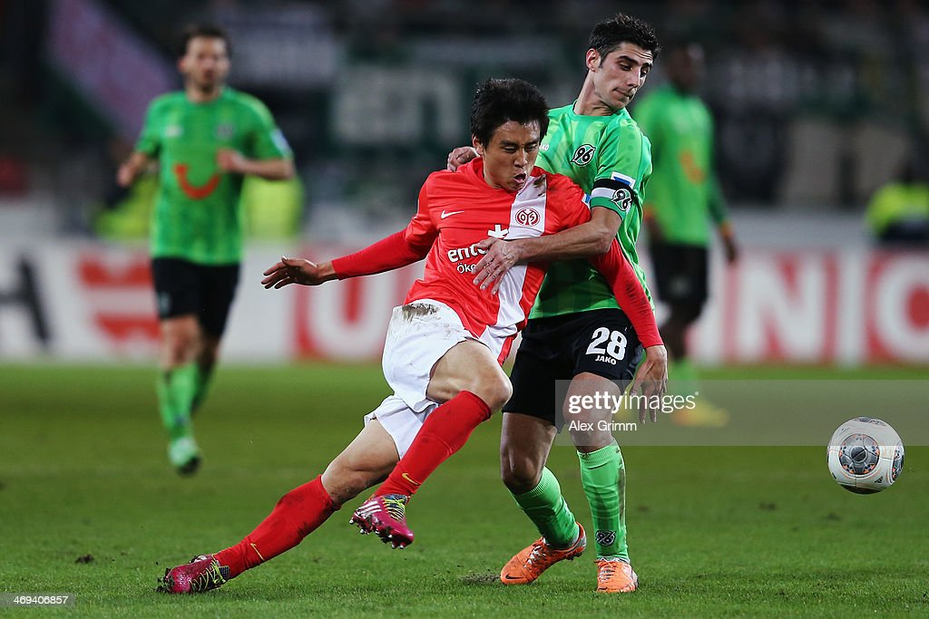 Ja-Cheol Koo (L) of Mainz is challenged by <a gi-track='captionPersonalityLinkClicked' href=/galleries/search?phrase=Lars+Stindl&family=editorial&specificpeople=654295 ng-click='$event.stopPropagation()'>Lars Stindl</a> of Hannover during the Bundesliga match between 1. FSV Mainz 05 and Hannover 96 at Coface Arena on February 14, 2014 in Mainz, Germany.