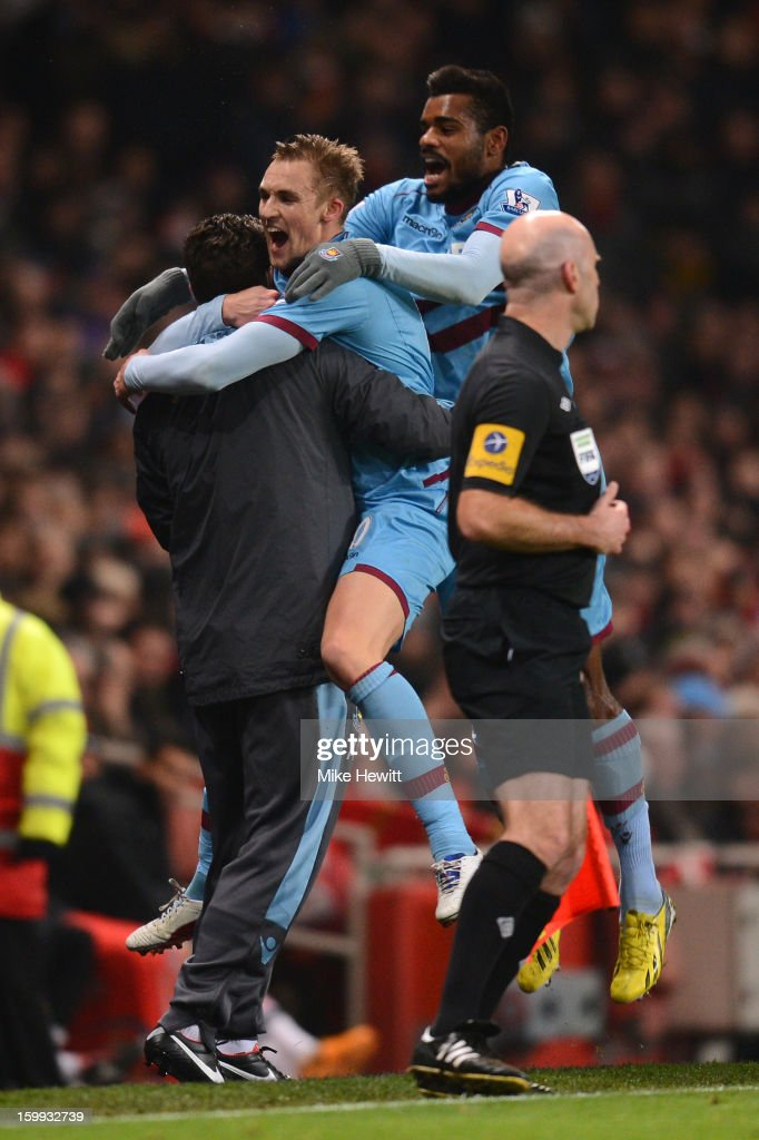 <a gi-track='captionPersonalityLinkClicked' href=/galleries/search?phrase=Jack+Collison&family=editorial&specificpeople=4431214 ng-click='$event.stopPropagation()'>Jack Collison</a> of West Ham United celebrates scoring the opening goal with <a gi-track='captionPersonalityLinkClicked' href=/galleries/search?phrase=Ricardo+Vaz+Te&family=editorial&specificpeople=645494 ng-click='$event.stopPropagation()'>Ricardo Vaz Te</a> of West Ham United during the Barclays Premier League match between Arsenal and West Ham United at Emirates Stadium on January 23, 2013 in London, England.