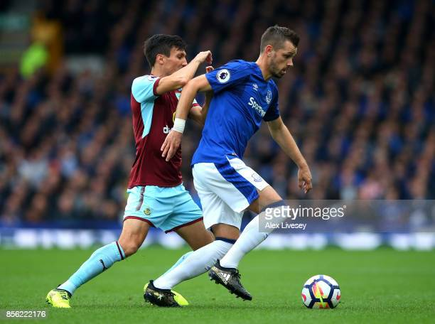 Jack Cork of Burnley and Morgan Schneiderlin of Everton battle for possession during the Premier League match between Everton and Burnley at Goodison...