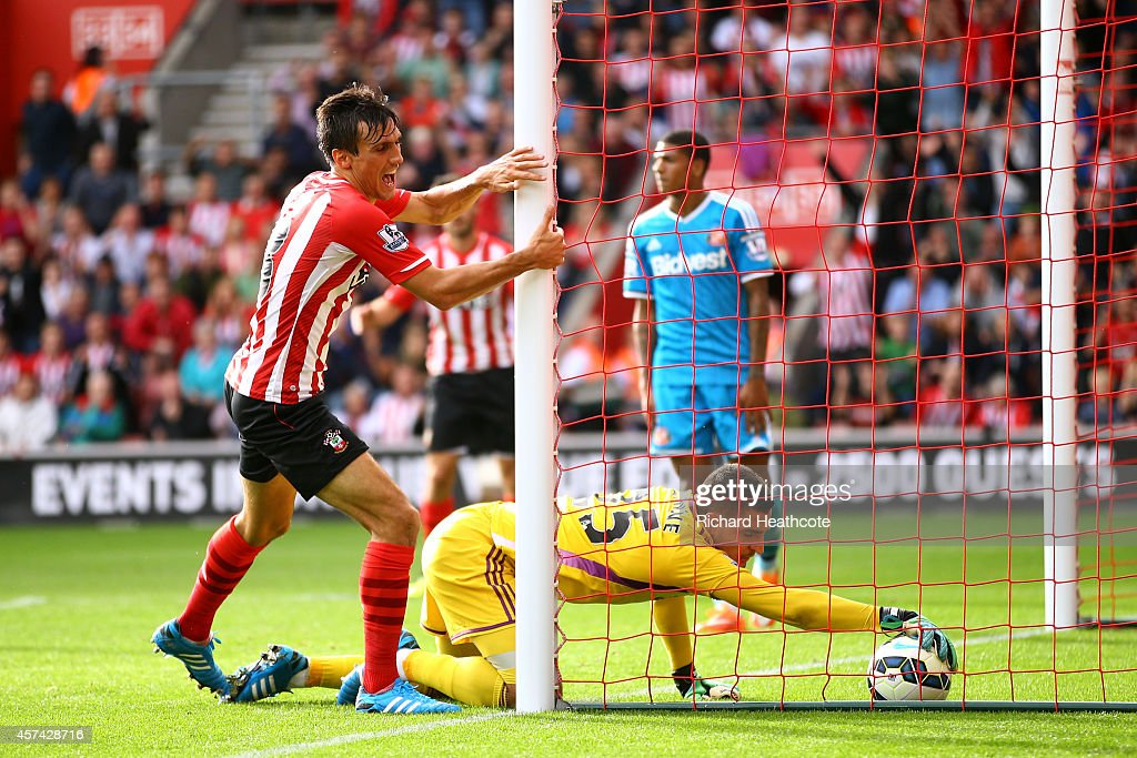 Jack Cork of Southampton beats Vito Mannone of Sunderland to score their third goal during the Barclays Premier League match between Southampton and Sunderland at St Mary's Stadium on October 18, 2014 in Southampton, England.