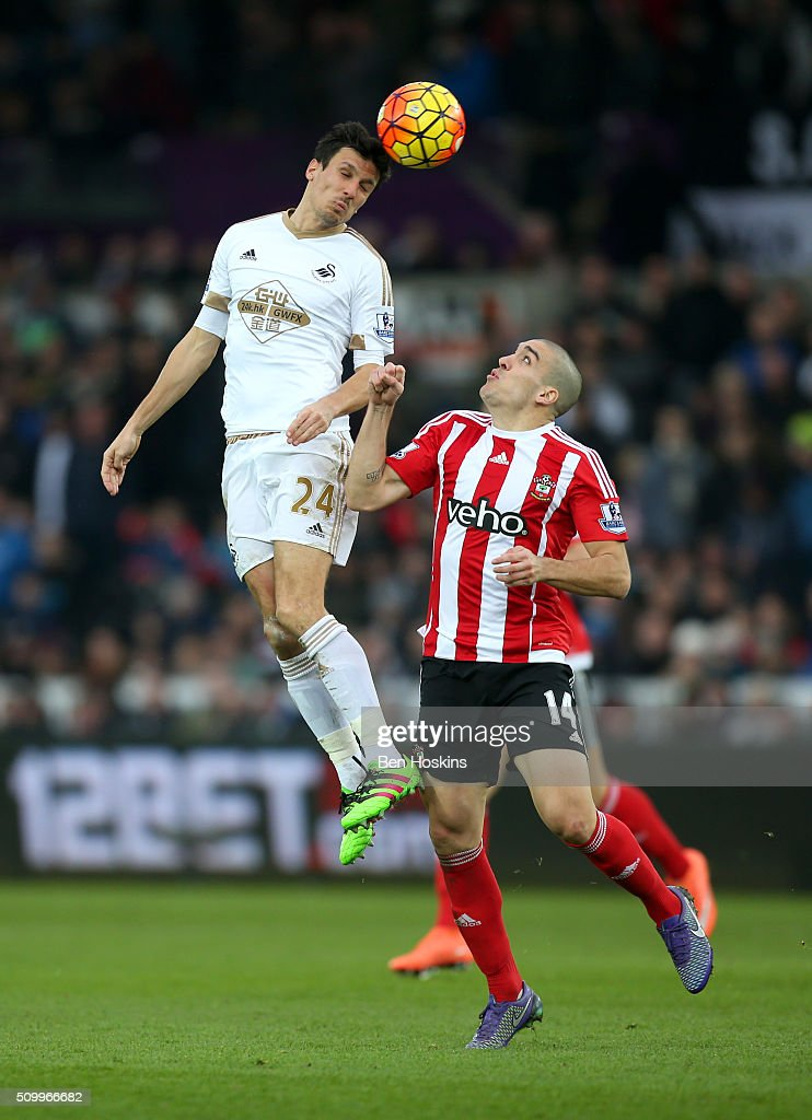<a gi-track='captionPersonalityLinkClicked' href=/galleries/search?phrase=Jack+Cork&family=editorial&specificpeople=4206991 ng-click='$event.stopPropagation()'>Jack Cork</a> of Swansea City and <a gi-track='captionPersonalityLinkClicked' href=/galleries/search?phrase=Oriol+Romeu&family=editorial&specificpeople=6350881 ng-click='$event.stopPropagation()'>Oriol Romeu</a> of Southampton compete for the ball during the Barclays Premier League match between Swansea City and Southampton at Liberty Stadium on February 13, 2016 in Swansea, Wales.