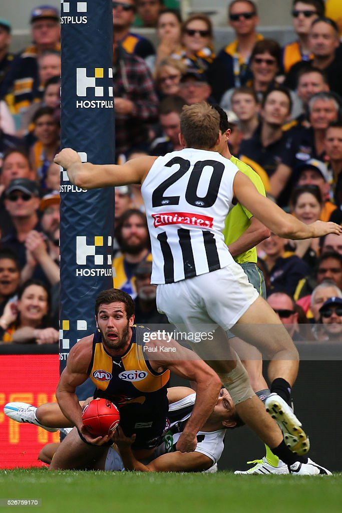 Jack Darling of the Eagles looks to handball during the round six AFL match between the West Coast Eagles and the Collingwood Magpies at Domain Stadium on May 1, 2016 in Perth, Australia.