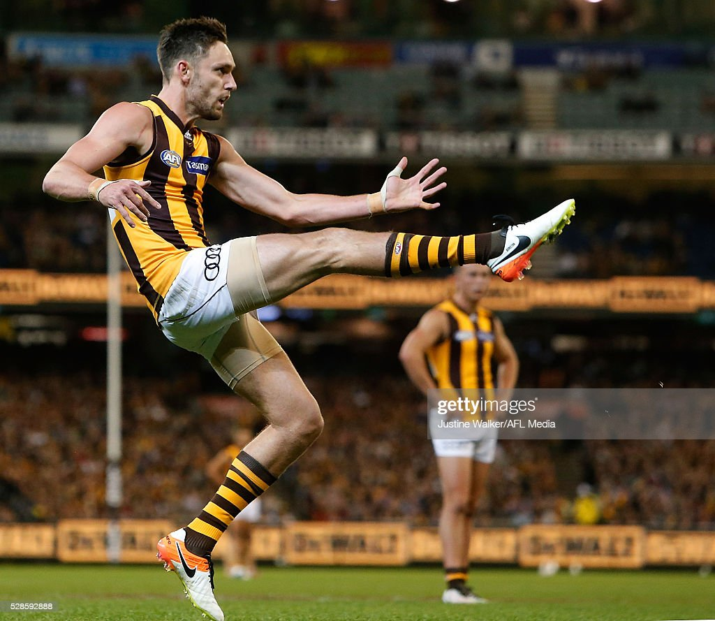 Jack Gunston of the Hawks kicks a goal during the 2016 AFL Round 07 match between the Richmond Tigers and the Hawthorn Hawks at the Melbourne Cricket Ground, Melbourne on May 6, 2016.