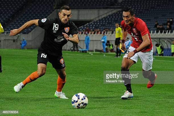 Jack Hingert of Brisbane Roar and Tomoaki Makino of Urawa Reds compete for the ball during the AFC Champions League Group G match between Urawa Red...