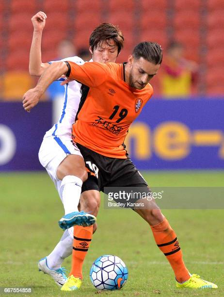 Jack Hingert of the Roar is challenged by Doi Shoma of the Antlers during the AFC Asian Champions League Group Stage match between the Brisbane Roar...