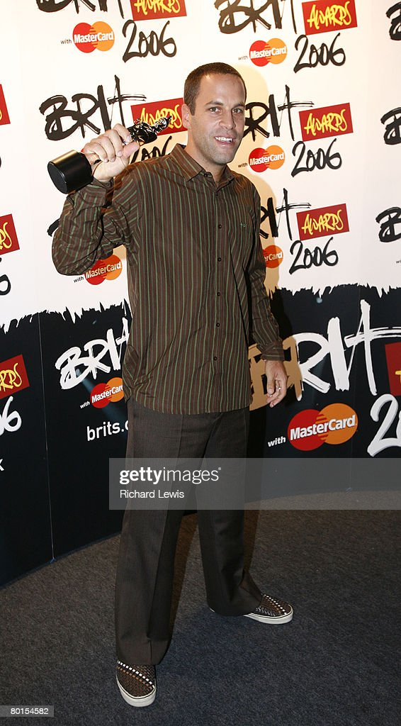 Jack Johnson with his Brit Award for Best International Breakthrough Act