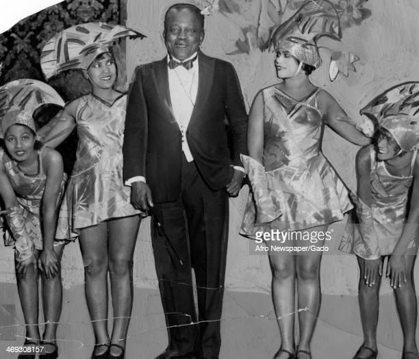 Jack Johnson world heavyweight boxing champion surrounded by pretty showgirls 1908