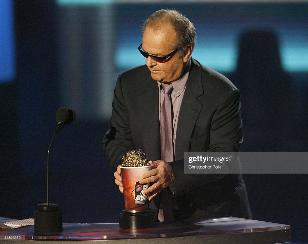 """<a gi-track='captionPersonalityLinkClicked' href=/galleries/search?phrase=Jack+Nicholson&family=editorial&specificpeople=91177 ng-click='$event.stopPropagation()'>Jack Nicholson</a> accepts Best Villain award for """"The Departed"""""""
