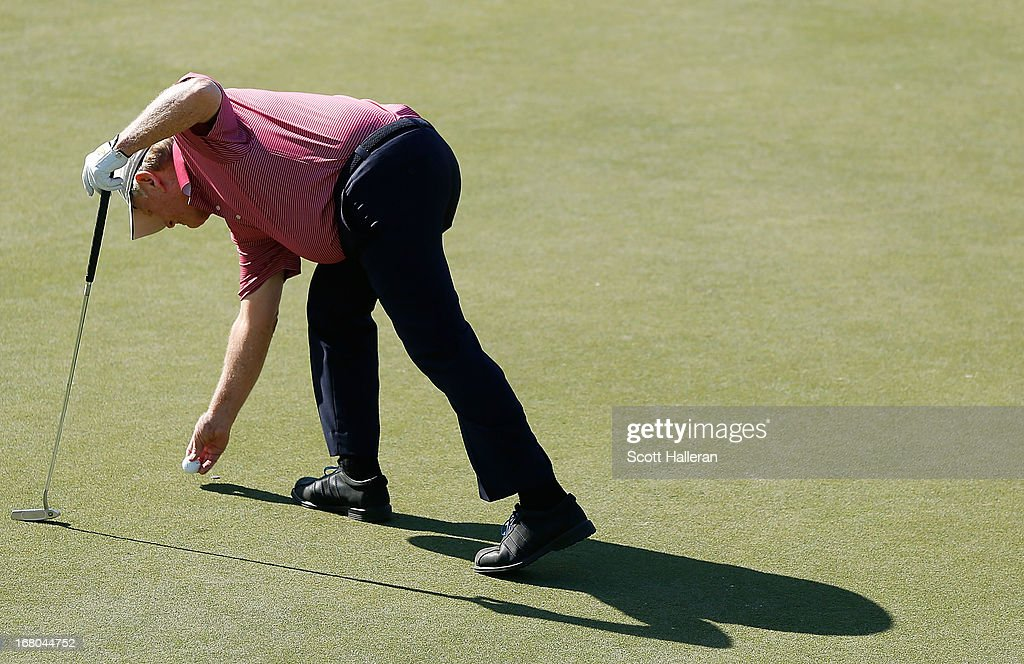 Jack Nicklaus marks his ball on the 18th green during the Greats of Golf exhibition at the Insperity Championship at the Woodlands Country Club on May 4, 2013 in Woodlands, Texas.