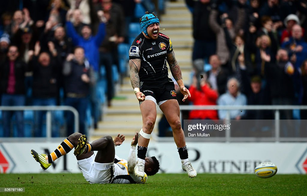 <a gi-track='captionPersonalityLinkClicked' href=/galleries/search?phrase=Jack+Nowell&family=editorial&specificpeople=7377985 ng-click='$event.stopPropagation()'>Jack Nowell</a> of Exeter Chiefs celebrates scoring his side's third try past <a gi-track='captionPersonalityLinkClicked' href=/galleries/search?phrase=Christian+Wade&family=editorial&specificpeople=4948108 ng-click='$event.stopPropagation()'>Christian Wade</a> of Wasps during the Aviva Premiership match between Exeter Chiefs and Wasps at Sandy Park on May 01, 2016 in Exeter, England.