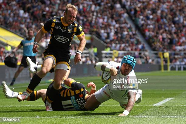 Jack Nowell of Exeter Chiefs scores his sides first try during the Aviva Premiership Final between Wasps and Exeter Chiefs at Twickenham Stadium on...