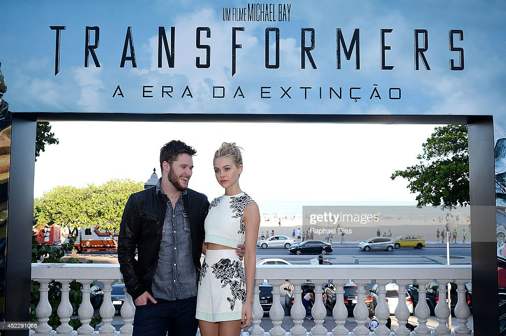 Jack Reynor and <a gi-track='captionPersonalityLinkClicked' href=/galleries/search?phrase=Nicola+Peltz&family=editorial&specificpeople=5306904 ng-click='$event.stopPropagation()'>Nicola Peltz</a> attend the photocall for Paramount Pictures' 'Transformers: Age of Extinction' at Copacabana Palace Hotel on July 17, 2014 in Rio de Janeiro, Brazil.