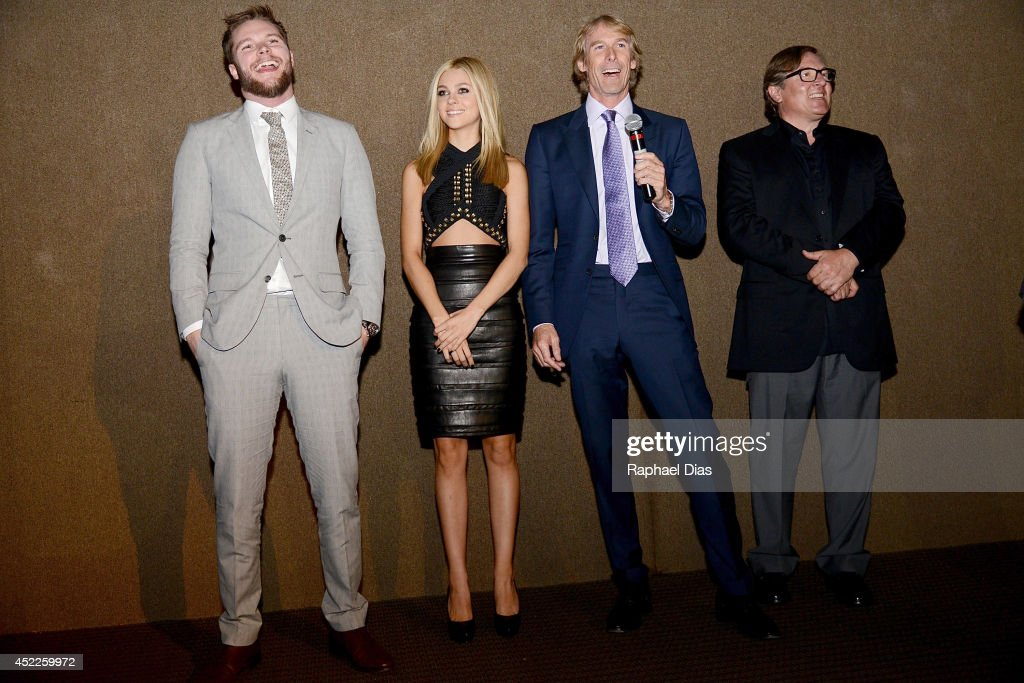 Jack Reynor Nicola Peltz Michael Bay and Lorenzo di Bonaventura attend the premiere of Paramount Pictures 'Transformers Age of Extinction' at...