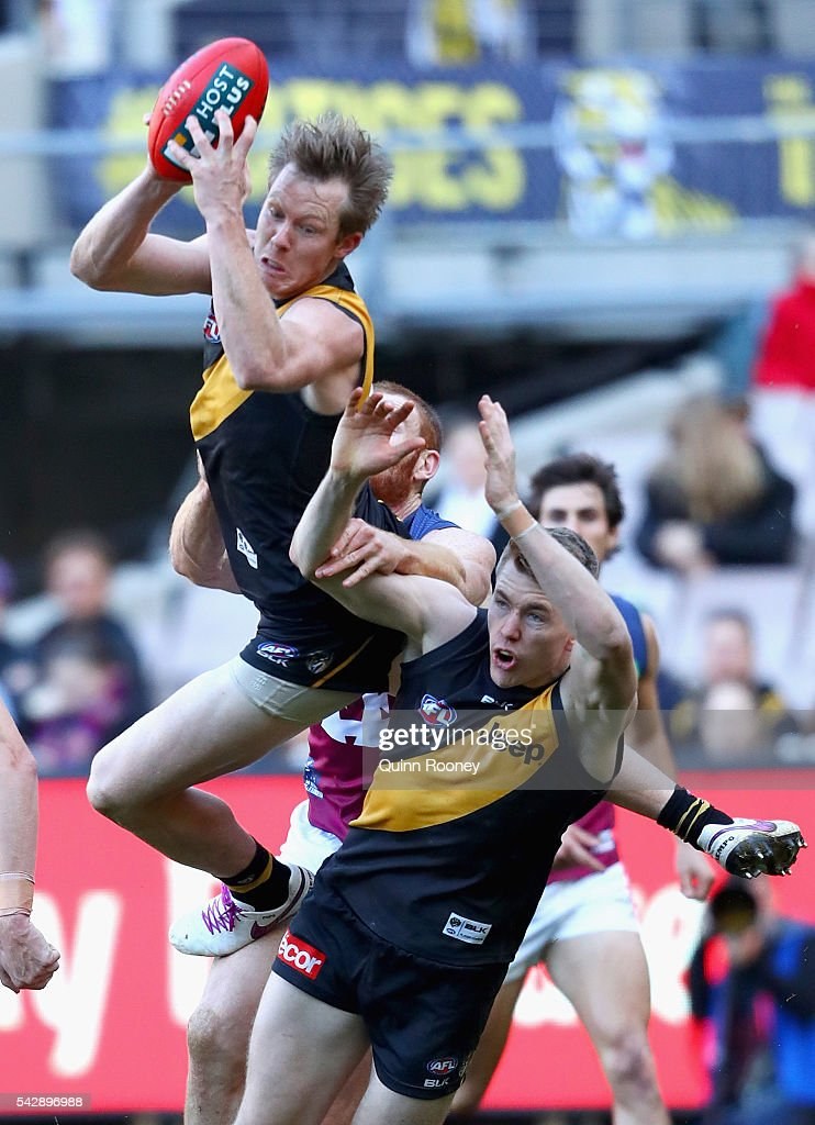 <a gi-track='captionPersonalityLinkClicked' href=/galleries/search?phrase=Jack+Riewoldt&family=editorial&specificpeople=2327975 ng-click='$event.stopPropagation()'>Jack Riewoldt</a> of the Tigers marks during the round 14 AFL match between the Richmond Tigers and the Brisbane Lions at Melbourne Cricket Ground on June 25, 2016 in Melbourne, Australia.