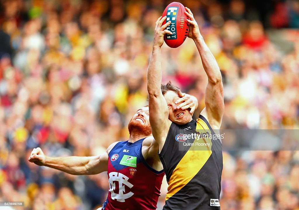 <a gi-track='captionPersonalityLinkClicked' href=/galleries/search?phrase=Jack+Riewoldt&family=editorial&specificpeople=2327975 ng-click='$event.stopPropagation()'>Jack Riewoldt</a> of the Tigers marks infront of Daniel Merrett of the Lions during the round 14 AFL match between the Richmond Tigers and the Brisbane Lions at Melbourne Cricket Ground on June 25, 2016 in Melbourne, Australia.