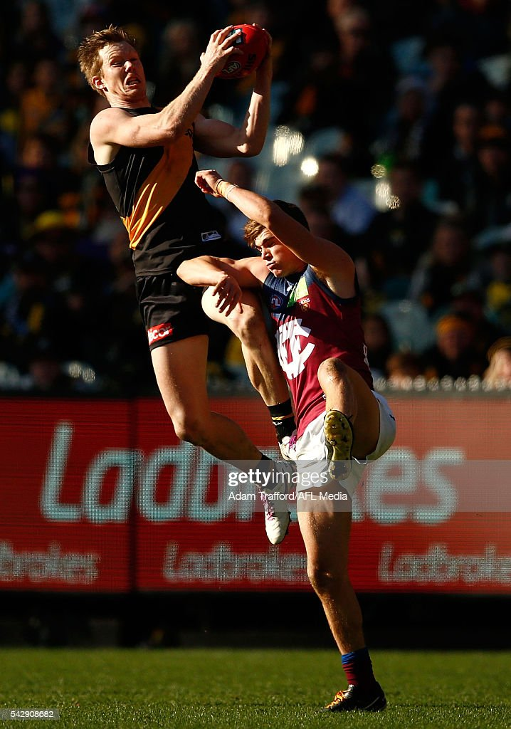<a gi-track='captionPersonalityLinkClicked' href=/galleries/search?phrase=Jack+Riewoldt&family=editorial&specificpeople=2327975 ng-click='$event.stopPropagation()'>Jack Riewoldt</a> of the Tigers marks the ball over Ben Keays of the Lions during the 2016 AFL Round 14 match between the Richmond Tigers and the Brisbane Lions at the Melbourne Cricket Ground on June 25, 2016 in Melbourne, Australia.