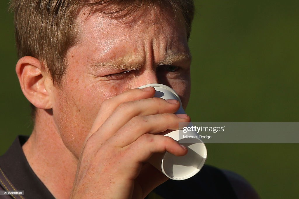 <a gi-track='captionPersonalityLinkClicked' href=/galleries/search?phrase=Jack+Riewoldt&family=editorial&specificpeople=2327975 ng-click='$event.stopPropagation()'>Jack Riewoldt</a> of the Tigers takes a drink during a Richmond Tigers AFL training session at Punt Road Oval on May 5, 2016 in Melbourne, Australia.