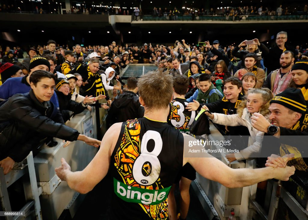Jack Riewoldt of the Tigers thanks fans during the 2017 AFL round 10 Dreamtime at the G match between the Richmond Tigers and the Essendon Bombers at the Melbourne Cricket Ground on May 27, 2017 in Melbourne, Australia.