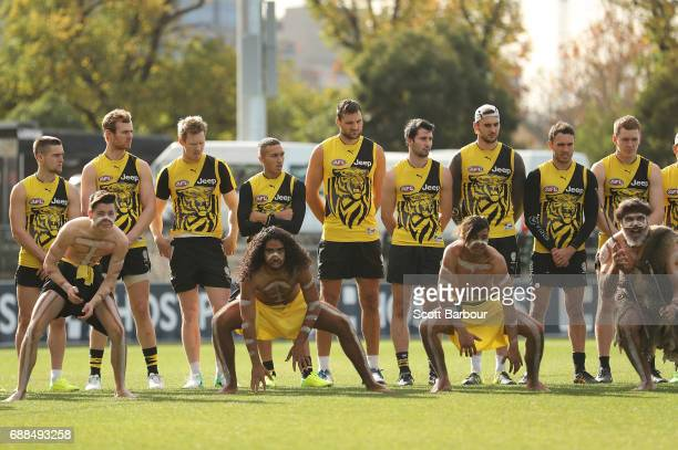 Jack Riewoldt Shane Edwards and the Tigers look on as participants of the club's Korin Gamadji Institute perform a preview of the Tigers War Cry that...
