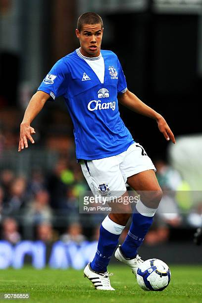Jack Rodwell of Everton controls the ball during the Barclays Premier League match between Fulham and Everton at Craven Cottage on September 13 2009...