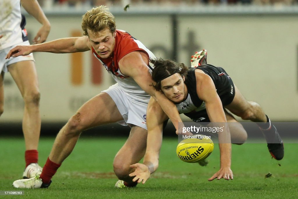 Jack Watts (L) of the Demons and Dylan Roberton of the Saints contest for the ball during the round 13 AFL match between the St Kilda Saints and the Melbourne Demons at Melbourne Cricket Ground on June 22, 2013 in Melbourne, Australia.