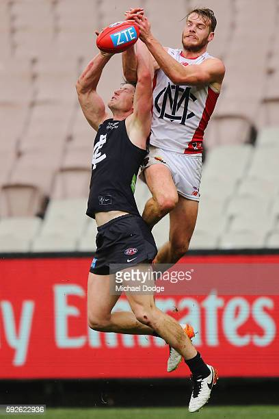 Jack Watts of the Demons competes for the ball over Sam Rowe of the Blues during the round 22 AFL match between the Carlton Blues and the Melbourne...