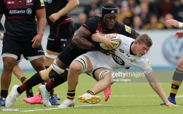 Jack Willis of Wasps is tackled by Maro Itoje during the Aviva Premiership match between Saracens and Wasps at Allianz Park on October 8 2017 in...