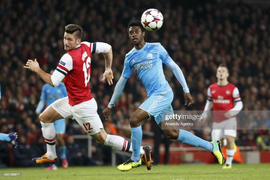 Jack Wilshere of Arsenal (L) vies for the ball during the UEFA Champions League group F football match between Arsenal and Olympique de Marseille at the Emirates Stadium on November 26, 2013 in London, England.