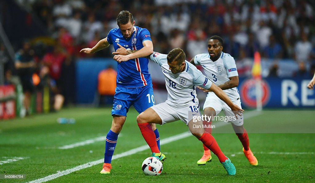 Jack Wilshire of England and <a gi-track='captionPersonalityLinkClicked' href=/galleries/search?phrase=Gylfi+Sigurdsson&family=editorial&specificpeople=6401581 ng-click='$event.stopPropagation()'>Gylfi Sigurdsson</a> of Iceland compete for the ball during the UEFA EURO 2016 round of 16 match between England and Iceland at Allianz Riviera Stadium on June 27, 2016 in Nice, France.