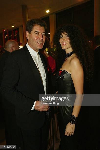 Jack Withe Mit Ehefrau Janine Bei Festlicher Aidsgala In Berlin