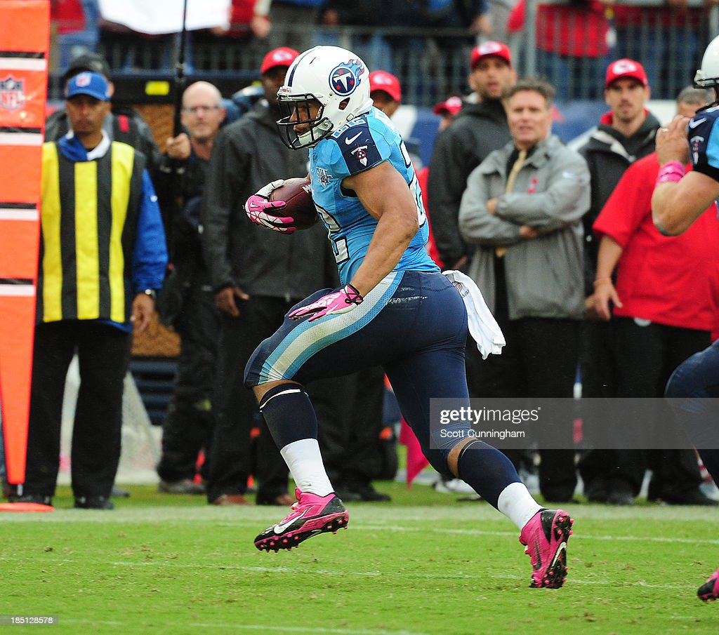 <a gi-track='captionPersonalityLinkClicked' href=/galleries/search?phrase=Jackie+Battle&family=editorial&specificpeople=2852926 ng-click='$event.stopPropagation()'>Jackie Battle</a> #22 of the Tennessee Titans carries the ball against the Kansas City Chiefs at LP Field on October 6, 2013 in Nashville, Tennessee.