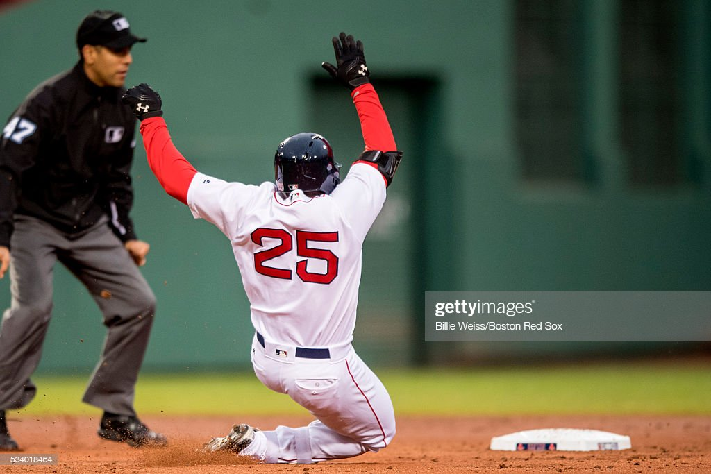 <a gi-track='captionPersonalityLinkClicked' href=/galleries/search?phrase=Jackie+Bradley+-+Jugador+de+b%C3%A9isbol&family=editorial&specificpeople=15049465 ng-click='$event.stopPropagation()'>Jackie Bradley</a> Jr. #25 of the Boston Red Sox slides into second base after hitting a double during the second inning of a game against the Colorado Rockies on May 24, 2016 at Fenway Park in Boston, Massachusetts, extending his hitting streak to 28 straight games.