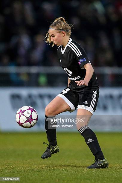 Jackie Groenen of Frankfurt controls the ball during the UEFA Women's Champions League quarter final second leg match between 1 FFC Frankfurt and FC...
