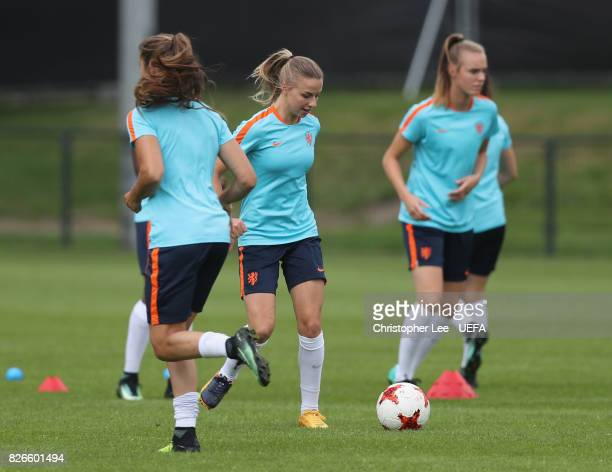 Jackie Groenen of the Netherlands warms up during the Netherlands Training session at SV De Lutte on August 5 2017 in Enschede Netherlands