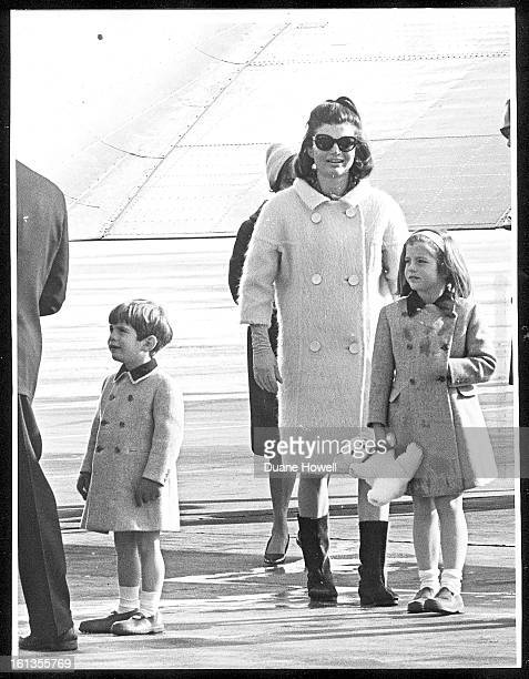 Jackie Kennedy arrives with her children John and Caroline at Stapleton Airport for a skiing vacation in Colorado MILLPROECT HISTORICAL COLLECTION