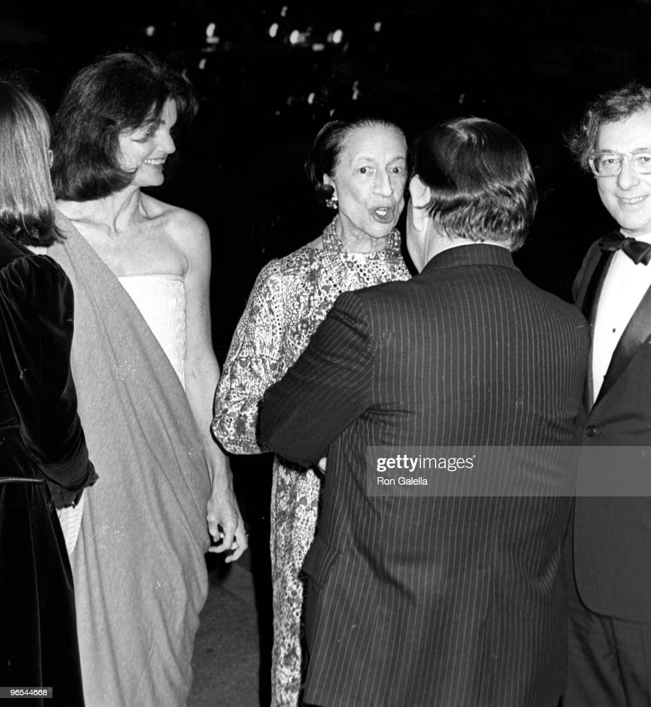Jackie Onassis, Carl Katz, <a gi-track='captionPersonalityLinkClicked' href=/galleries/search?phrase=Tom+King&family=editorial&specificpeople=900417 ng-click='$event.stopPropagation()'>Tom King</a> and Diana Vreeland attending 'Opening of The Treasures of Early Irish Art' on October 12, 1977 at the Metropolitan Museum of Art in New York City, New York.