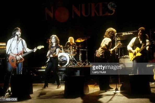 Jackson Browne Bonnie Raitt Russ Kunkel Bob Glaub and Danny Kortchmar performing at the Greek Theater in Berkeley California on June 1 1979