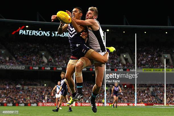 Jackson Trengove of the Power spoils the mark for Michael Walters of the Dockers during the AFL 1st Semi Final match between the Fremantle Dockers...